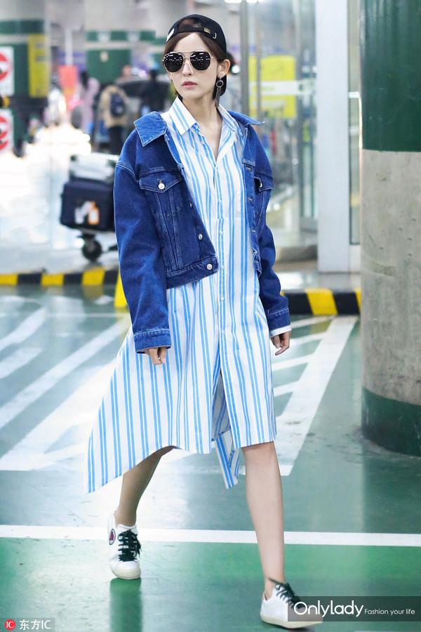 2017年3月20日,北京,古力娜扎现身机场。牛仔外套:Balenciaga