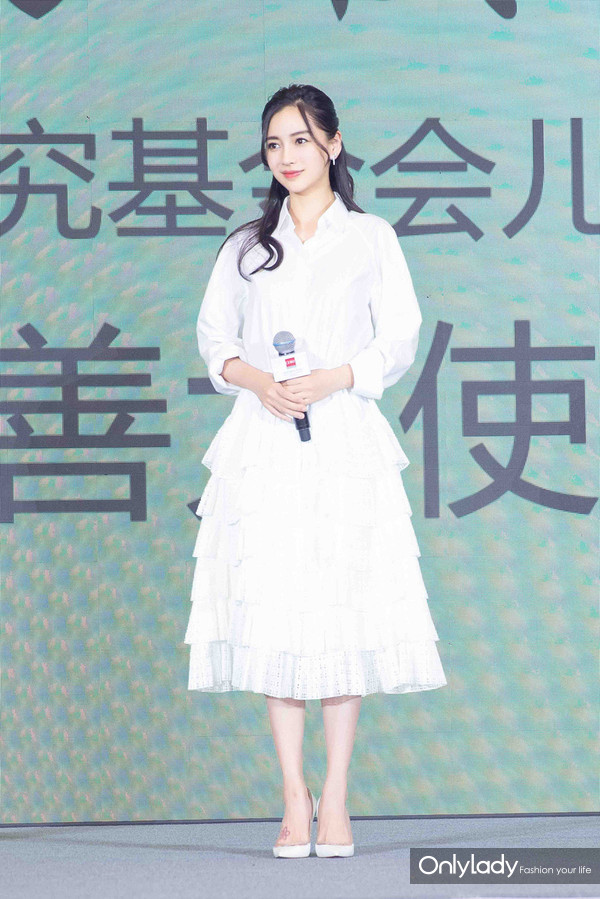 2017年6月1日,杨颖(Angelababy)获任公益活动亲善大使。