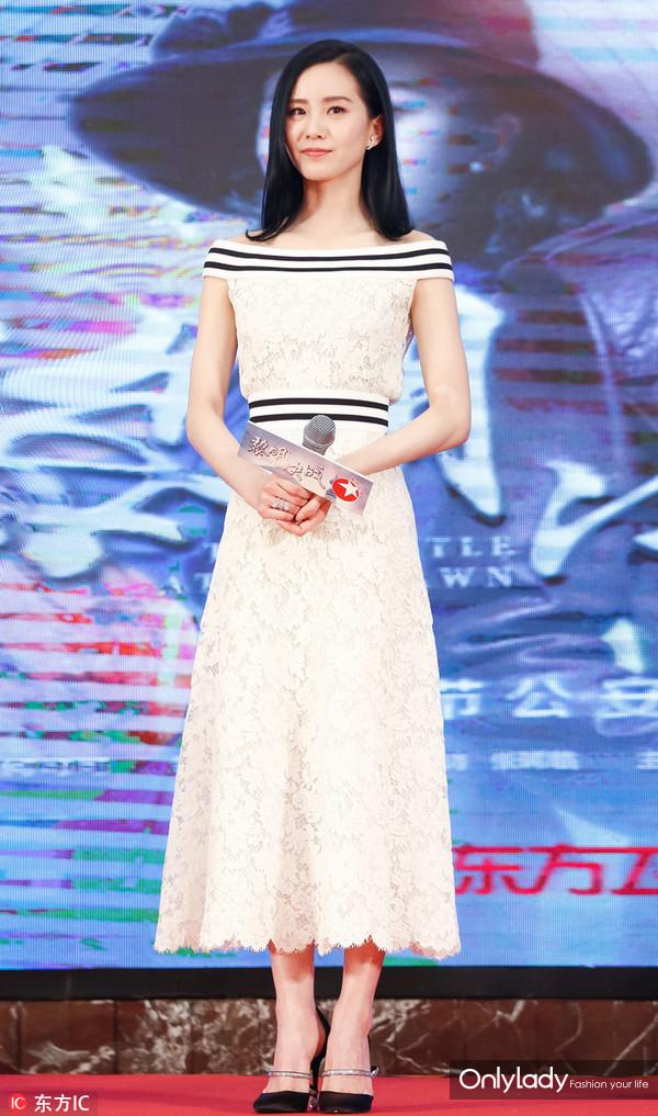 2017年2月26日,上海,电视剧《黎明决战》发布会。刘诗诗礼服:Chanel 2017春夏预览系列