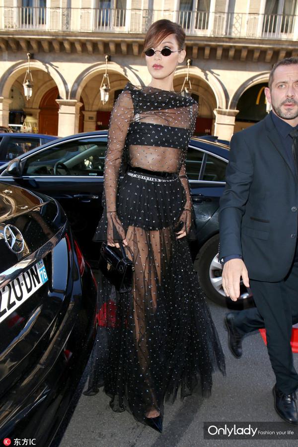 2017年7月3日,法国巴黎,众星抵达巴黎17秋冬高定时装周Christian Dior展。