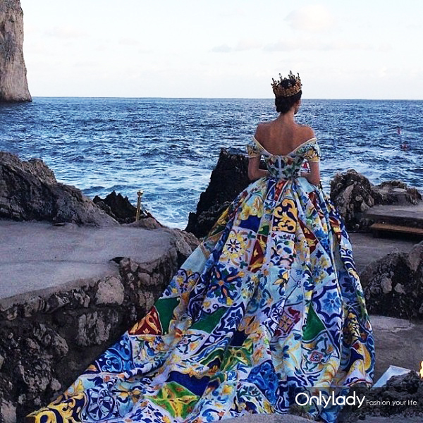 dolce-gabbana-alta-moda-fall-2014-2015-gown-designed-for-living-600x600