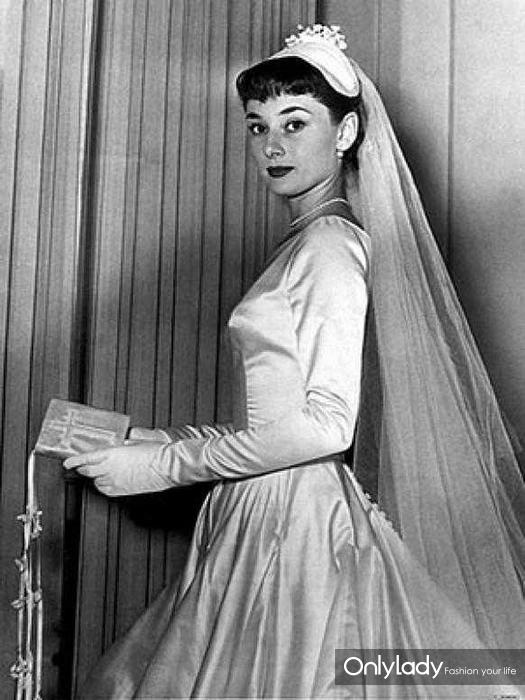 audrey-hepburn-wedding-dress-engagement