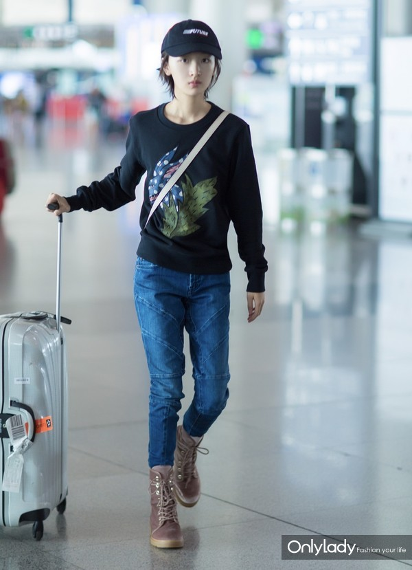 Actress Zhou Dongyu wearing Burberry Beasts Motif Cotton Sweatshirt and carrying  Burberry Buckle at Beijing Airport Aug 15th,2017-2