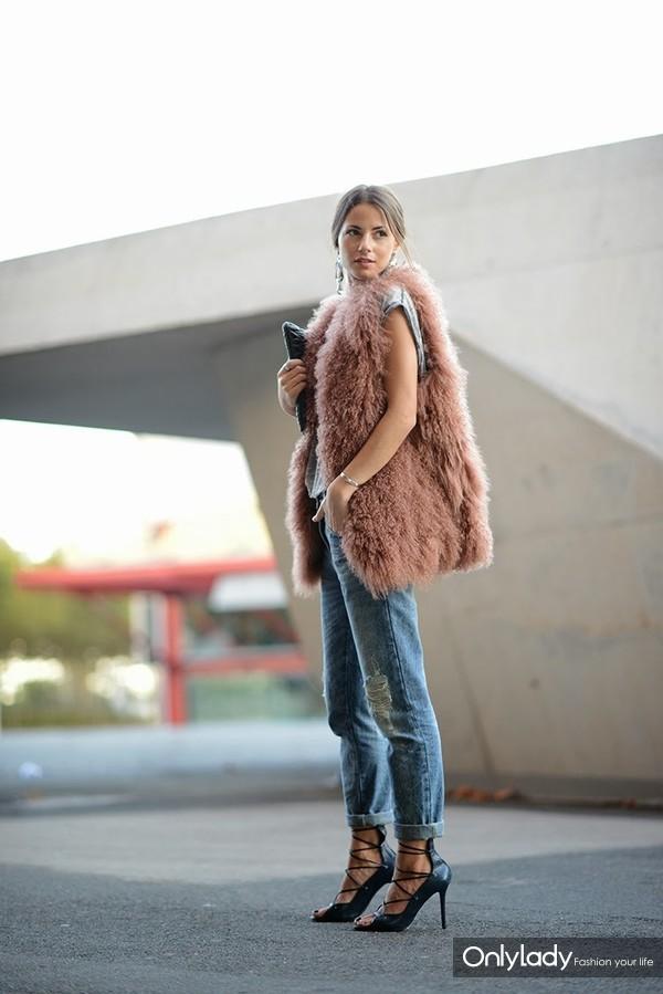 fur-vests-autumn-street-style-32