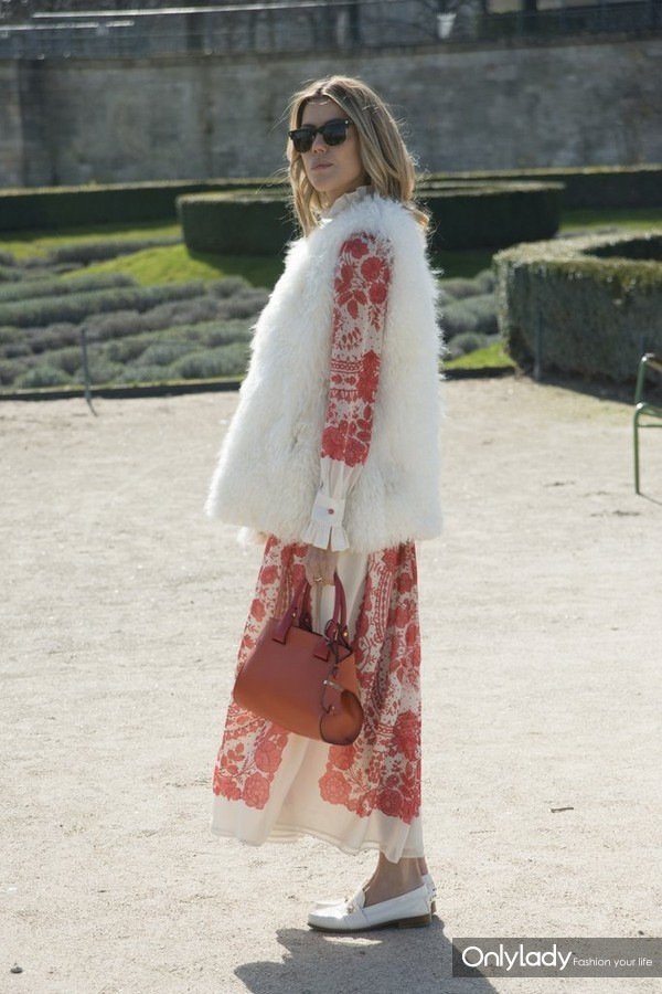 Get-last-few-wears-your-Summer-dress-during-Fall-simply