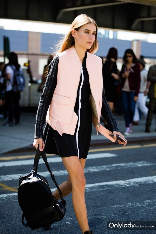 fashion-2016-04-street-style-pink-leather-vest-main