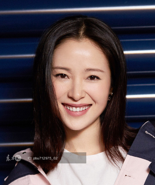 2017年11月19日,近日,江一燕出席《暴雪将至》发布会。 (2)