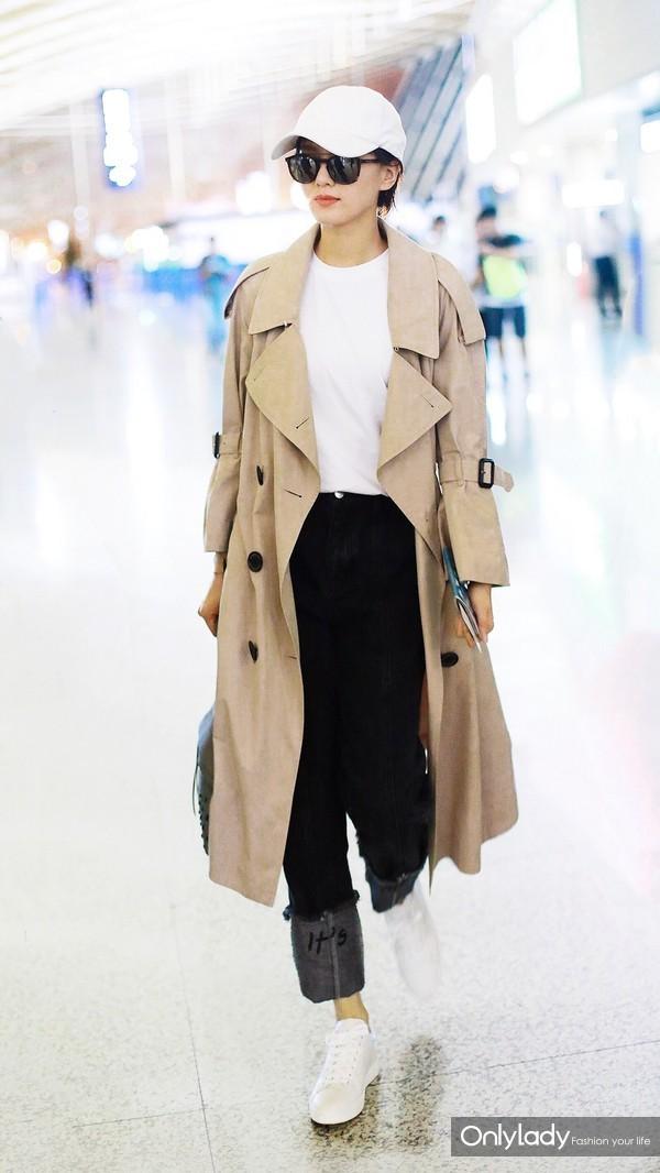 Actress Liu Shishi wearing Burberry Ruffled Storm Shield Cashmere Trench Coat at Shanghai Airport Sep 19th,201-3