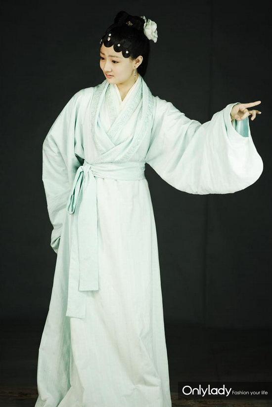 新版《红楼梦》中饰演薛宝琴