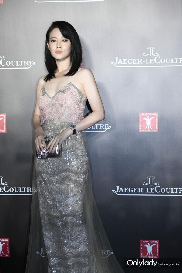 谭卓佩戴积家Rendez-Vous Celestial约会系列月相腕表亮相第21届上海国际电影节红毯及积家慈善晚宴