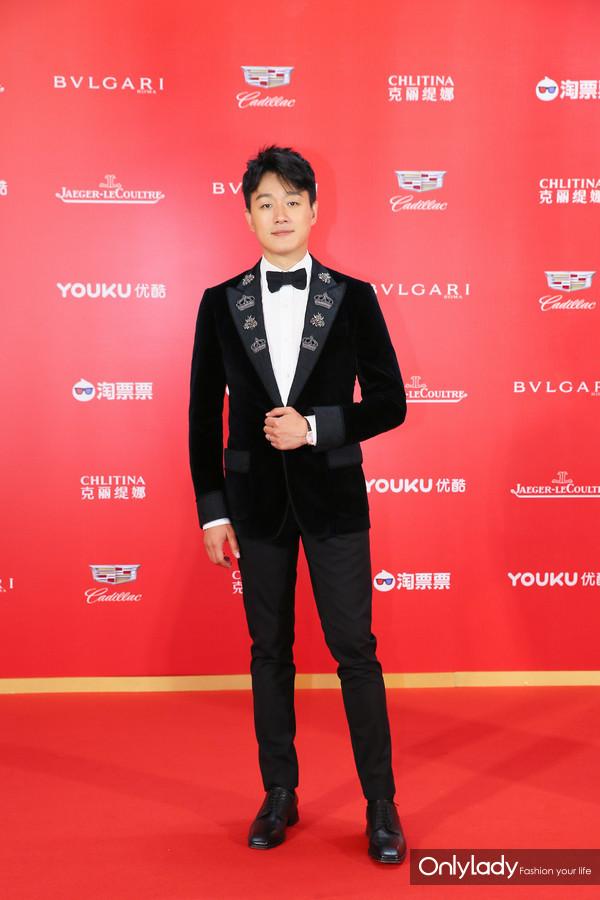 佟大为佩戴积家Master Ultra Thin Perpetual超薄万年历大师系列腕表亮相第21届上海国际电影节红毯及积家慈善晚宴