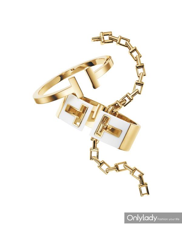 Tiffany & Co. 蒂芙尼T系列18K黄金T字链结手链、手镯和搭配白瓷的开口宽型手镯