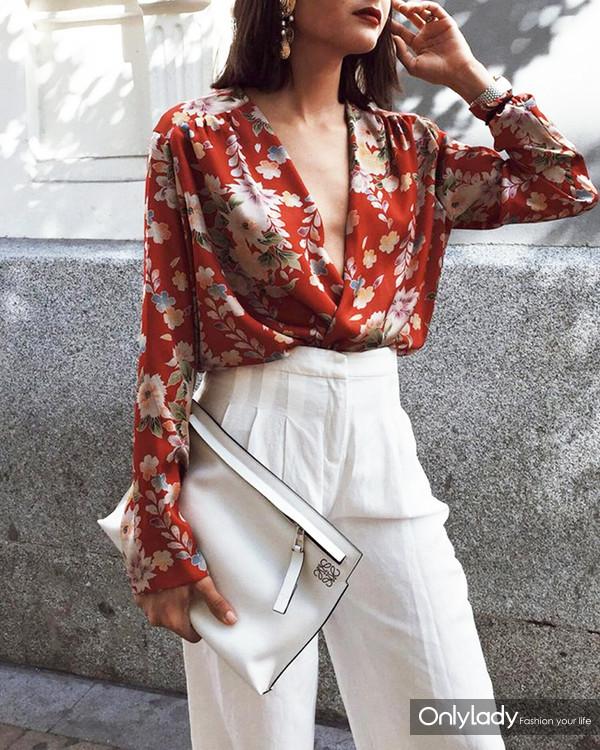 White-pants-bag-and-printed-blouse-2018 9