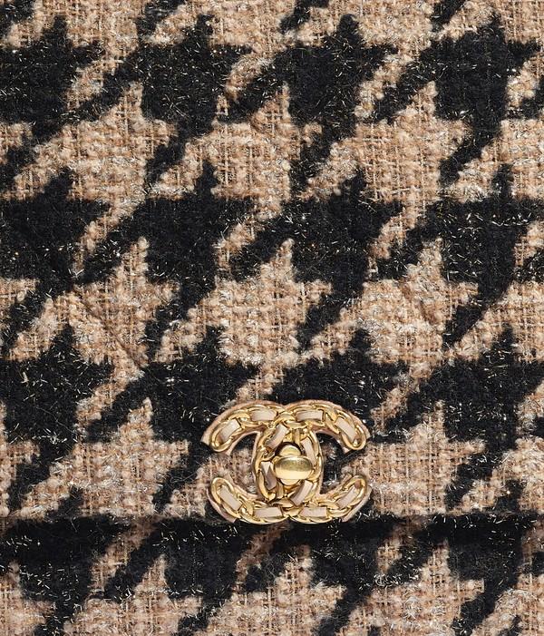chanel-19-large-flap-bag-beige-black-tweed-gold-tone-silver-tone-ruthenium-finish-metal-tweed-gold-tone-silver-tone-ruthenium-finish-metal-packshot-extra-as1162b01565mh040-8819786776606 (1)