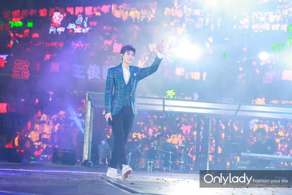 Chopard萧邦品牌大使王源佩戴Chopard萧邦珠宝参加TFBOYS六周年演唱会 9