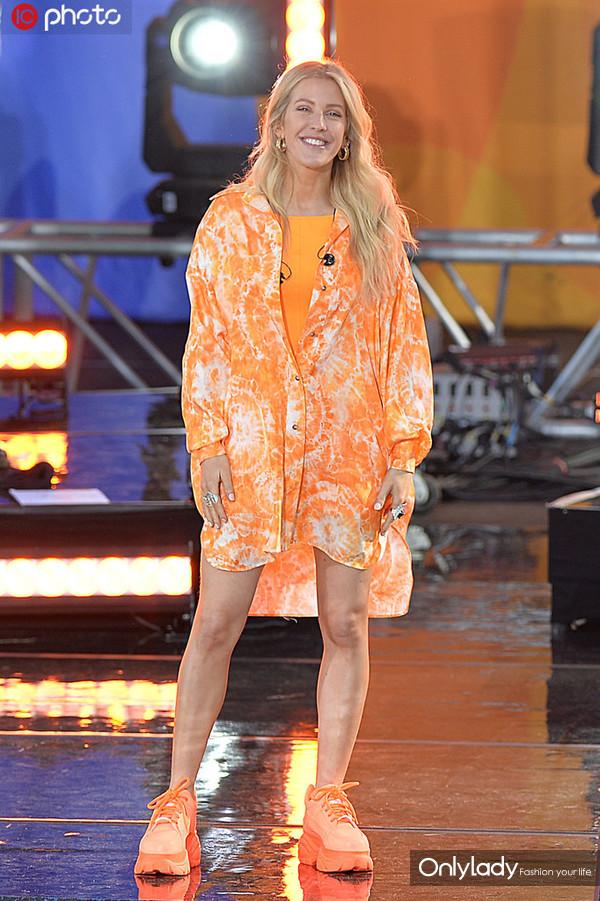 艾丽-古尔丁橘色扎染衬衫+背心+骑行裤同色搭配