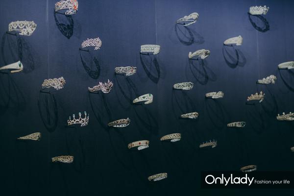 1. CHAUMET摩纳哥珍宝艺术展——冠冕之墙