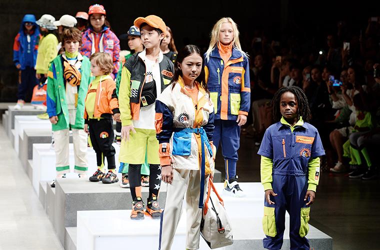 安踏儿童亮相2020纽约时装周,成为首个进驻纽约..