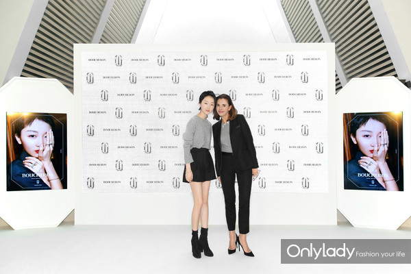 Boucheron宝诗龙大中华区代言人周冬雨与品牌全球传讯总监Aurélie Boue共同揭幕全新广告大片