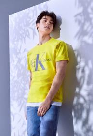 挚爱夏日,#谁不爱T呢# CALVIN KLEIN JEANS发布2020全新T恤系列