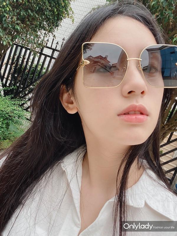 周也 in LE MAGNIFIQUE Sunglasses  (2)