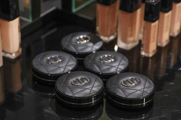 DIOR迪奥锁妆系列区域产品陈列2