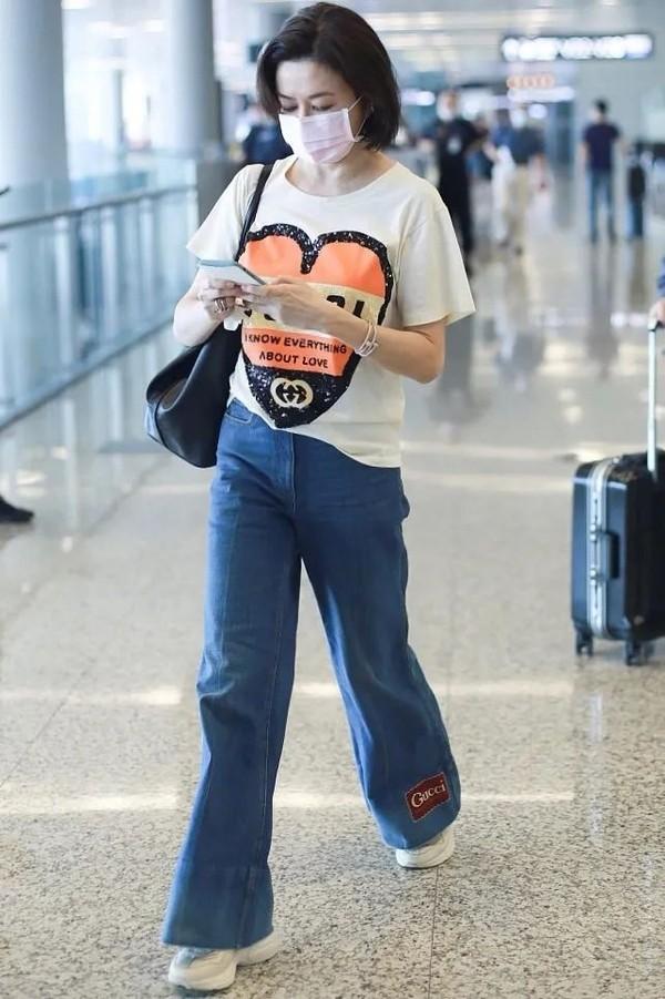 关之琳与蔡徐坤、BTS跨世纪的连结竟然是靠喇叭裤!