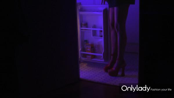 """Miu Miu""""女人的故事""""第二十部 《在我的房间》(IN M"""