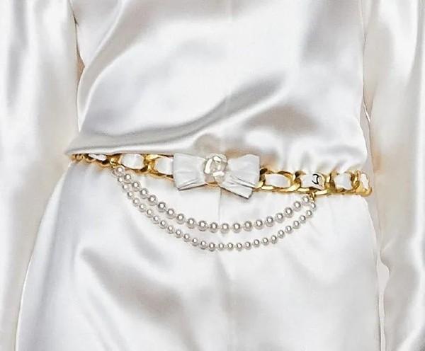 还在说珍珠老气?明星都在抢着戴