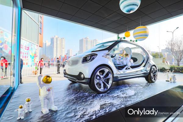 "4. smart Concept Car 2013为城市出行""最后一公里""难题提出便捷乐趣的解决方案"