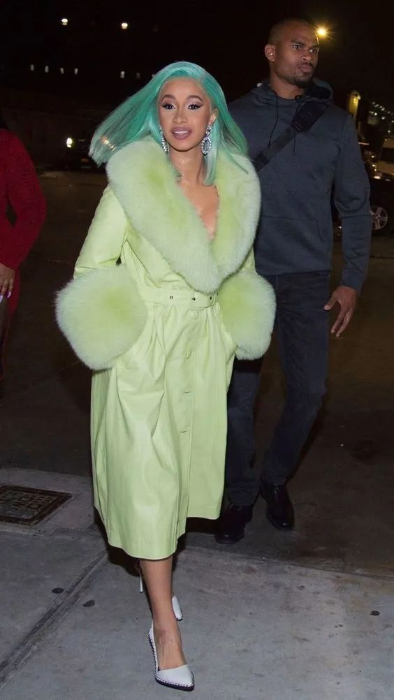 虞书欣和Kendall穿了同一款大衣,我也想加入。