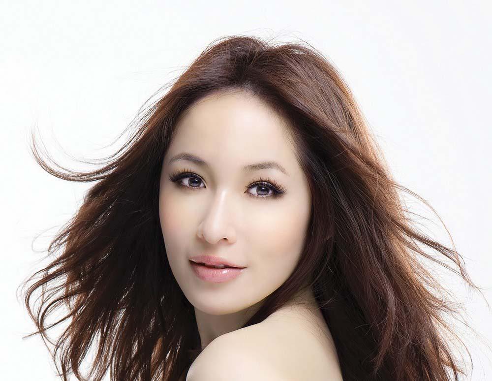 """终于和差16岁的小男友分手了,潇洒小姐萧亚轩又可以重新做回""""恋爱小天才""""啦!"""
