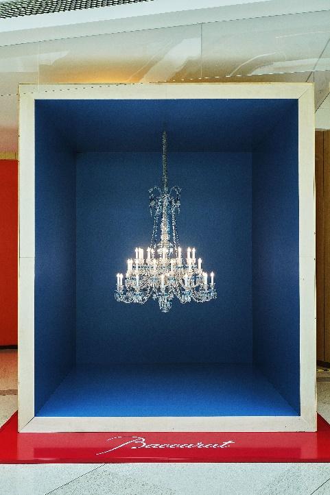Baccarat巴卡拉蓝色托帕石水晶灯及高定系列限时展览亮相上海恒隆广场