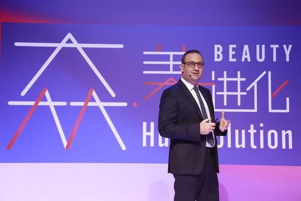【图片】欧莱雅北亚区总裁兼中国首席执行官费博瑞先生发表主题演讲《美的